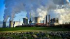 Braunkohlekraftwerk Neurath und Niederaussem der RWE in Bergheim. Das rheinische Braunkohlenfeld ist Europas größte Kohlendioxidquelle.