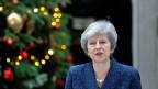 Die britische Premierministerin Theresa May vor den Medien in der Downing Street 10, nachdem bekannt gegeben wurde, dass die Konservative Partei ein Misstrauensvotum gegen ihre Führung ausübt.