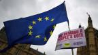 Pro-EU-Demonstranten winken mit der EU-Flagge, und fordern eine Volksabstimmung. Bis zum Brexit sind es noch hundert Tage.
