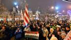 Demonstranten protestieren am 5. Januar 2019 in Debrecen, Ungarn gegen die ungarische Regierung.
