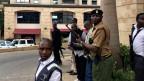Sicherheitskräfte nach der Explosion in einem Hotelkomplex in Nairobi.