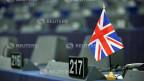 Union-Jack-Flagge auf dem Schreibtisch eines Mitglieds des Europäischen Parlaments vor der Brexit-Debatte vom 16. Januar 2019.
