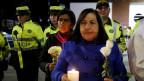 Trauernde Leute nach dem Terroranschlag in Bogota.