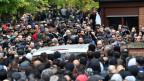 Hunderte Clan-Mitglieder bei der Beerdigung eines Mitglieds, das auf offener Strasse in Berlin erschossen wurde.