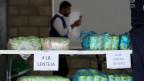 Behörden organisieren die Verschiffung mit humanitären Hilfsgütern für Venezuela in Cucuta, Kolumbien.