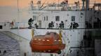 Mitglieder südkoreanischer Marine-Spezialeinheiten retten ein von somalischen Piraten entführtes Frachtschiff.