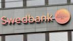 Logo der Swedbank in Riga, Lettland. Die Swedbank-Gruppe wurde von einem Geldwäsche-Skandal erschüttert.