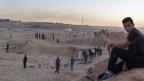 Genug von gewalttätigen Freitagsprotesten: isolierte Jugendliche am Rand der Sperrzone in Gaza vor dem Grenzzaun zu Israel.