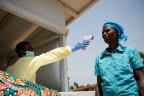 Temperaturmessung in Gesundheitszentrum im Kongo