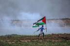 Protestierender Palästinenser an der Grenze zu Israel