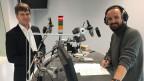 Mikko Huotàri (links) mit Roger Brändlin im Radiostudio in Bern.
