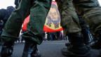 Russische Aktivisten am einjährigen Jahrestag der Annexion der Halbinsel Krim in St. Petersburg.