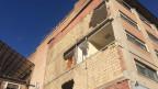 Zu sehen ist ein noch nicht saniertes Wohnhaus in L'Aquila.