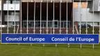 Vor dem Europarat in Strasbourg.
