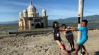 Spielende Kinder in Donggala ein halbes Jahr nach dem verheerenden Tsunami.