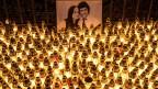 Kerzen zum Gedenken an die ermordeten Jan Kuciak und Martina Kusnirova in Velka Maca in der Nähe von Bratislava.