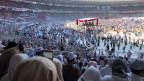 Der Wiederhall von Zehntausenden von Stimmen erfüllt das grösste Stadion in Jakarta wenige Tage vor den Wahlen.