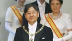 Der neue japanische Kaiser Naruhito. Im Hintergrund ist die Kronprinzession Masako.