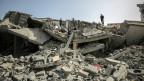 Trümmer eines zerstörten Hauses, das bei israelischen Luftangriffen in Gaza am beschädigt wurde.
