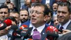 Ekrem Imamoglu, der Oppositionskandidat der Kemalisten hat bei den Kommunalwahlen in Istanbul knapp gewonnen. Nun wird die Wahl in Frage gestellt.
