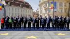 Die EU-Staats- und -Regierungschefs posieren für ein Gruppenfoto am EU-Gipfel in Sibiu, Rumänien.