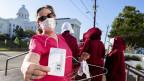 Eine Frau demonstriert in Alabama gegen die Abschaffung des Abtreibungsrechts.