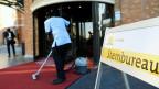 Vorbereitungen für die Europawahlen in einem Wahllokal in Scheveningen, Niederlande.
