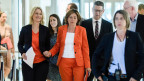 Manuela Schwesig (3. von links), Malu Dreyer (5. von links) und Thorsten Schäfer-Gümbel (6. von links): Die drei werden die vorläufige Parteiführung der SPD bilden.