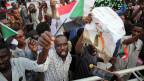 Unterstützer des Transitional Military Council (TMC) vor dem Präsidentenpalast in Khartum, Sudan,  am 31. Mai 2019.