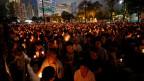 Hongkong: Tausende gedenken der Opfer des Massakers der chinesischen Regierung gegen Demonstranten auf dem Pekinger Tiananmen-Platz.