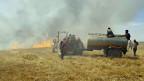 Feuer auf einem Getreidefeld in Jaabar, Raqqa, Syrien.