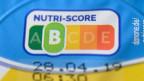 Auf einer Packung Joghurt ist der sogenannte «Nutri-Score» zu sehen.