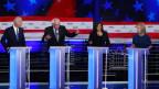 Demokratische Präsidentschaftsanwärter liefern sich im US-Fernsehen ein Duell.