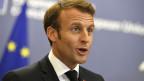 Frankreichs Präsident Emmanuel Macron informiert die Medien in Brüssel.