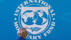 Christine Lagarde, scheidende Chefin des Internationalen Währungsfonds, vor dem Logo des IWF.