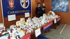 Italienische Carabinieri mit gefälschten Arzneimitteln und Dopingmitteln.