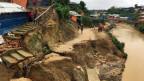 Rohingya-Kinder vor ihren provisorischen Häusern in Bangladesh.