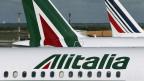 Flugzeuge von Alitalia auf dem Rollfeld des Flughafens Fiumicino in Rom.
