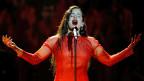 Die spanische Sängerin Rosalia an einem Konzert in Sevilla, Spanien.