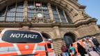 Der Eingang des Frankfurter Bahnhofs, auf welchem ein Junge vor den Zug gestossen wurde und starb.