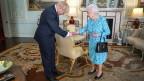 Die britische Königin Elizabeth II. begrüsst am 24. Juli 2019den neu gewählten Vorsitzenden der konservativen Partei Boris Johnson zu einer Audienz im Buckingham Palace, London.