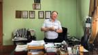 Der Zeitungsverleger Sergej Konwis in seinem Büro.