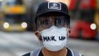 Ein vermummter Demonstrant in Kongkong.