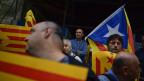Katalanische Unabhängigkeitsanhänger mit der katalanischen Unabhängigkeitsflagge in Girona, Spanien, am 2. Oktober 2017.