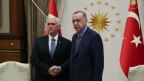 Der türkische Präsident Recep Tayyip Erdogan (rechts) und US-Viepräsident Mike Pence in Ankara am 17. Oktober 2019.