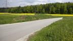 Strasse im Aargau - diese sollen künftig zu 80% aus rezyklierten Stoffen gebaut werden.