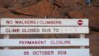 Verbotstafel vor dem Uluru.