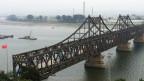 Brücke über den Grenzfluss Yalu in Dangong.
