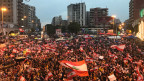 Hunderttausende Menschen demonstrieren in der libanesischen Stadt Tripolis.