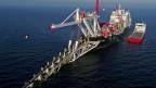 Vor der Insel Rügen in der Ostsee wird die Gas-Pipeline Nord Stream 2 verlegt.